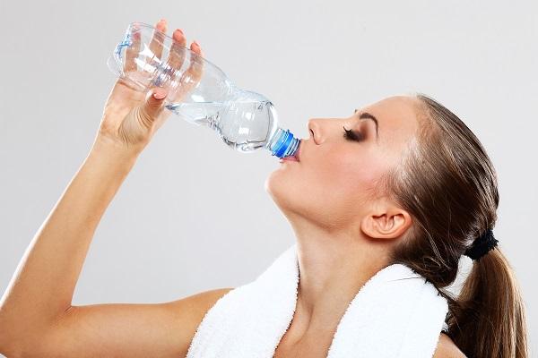 Minum Air Putih adalah Cara Merawat Kulit dari Dalam