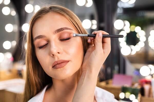 eyeshadow adalan nama make up mata untuk memberi warna