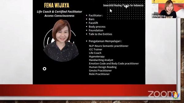 Bu Fena Wijaya menjelaskan topik saya membenci dan menyayangi orangtua